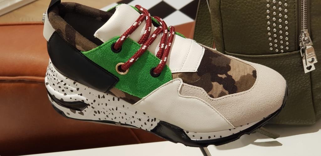 Ugly sneakers en The Corner Adeje